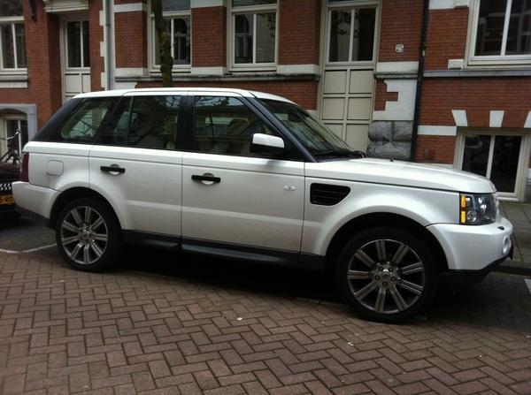 zie ik daar ineens de Range Rover van @Brusade2012 in het wild! /@ANanninga @mariannezw