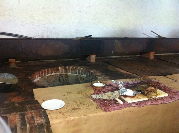 Arroyo:lamb is wrapped n rstd agave leaves&cooked n pits that r built in2 1 side of kitchen.Pic: lamb srvd frm pit