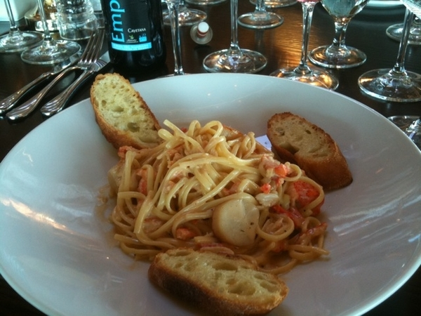 Devil's Pulpit Golf Course: Lobster, Crab, Scallop creamy Pasta with VB macabeo.