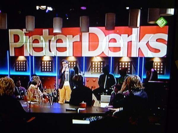 Pieter Derks in De Wereld Draait Door! Gefeliciteerd door moeder v  Bjorn. Op middelbare school was je al top http://www.pieterderks.nl/ #dwdd