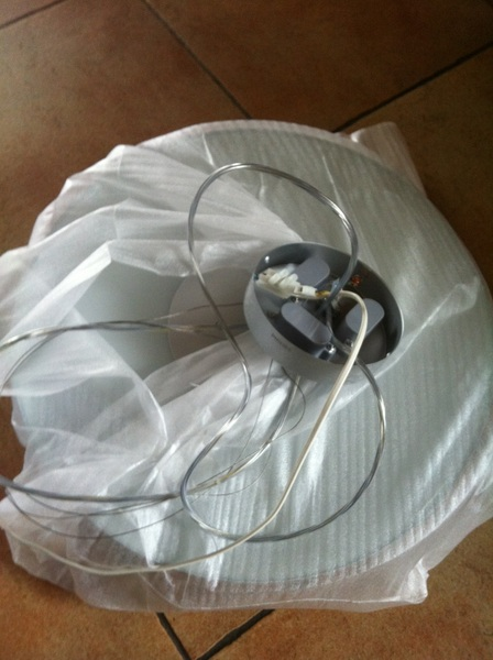 Prachtige Philips suspension light lamp gekocht. Ophangen is 5min werk. Knoop ontwarren inmiddels al 1.5u :-(
