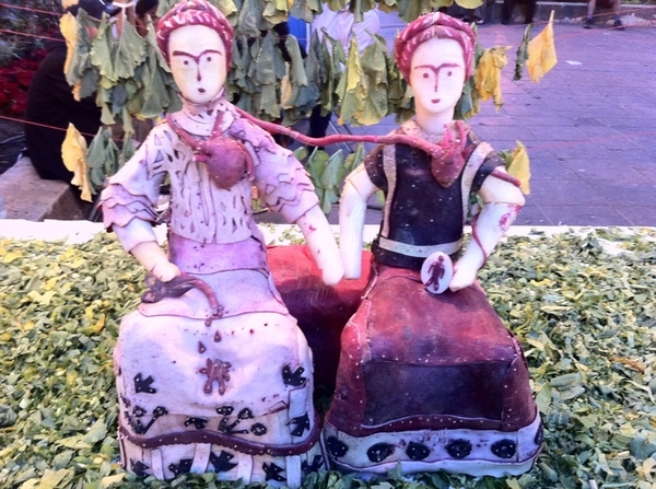 Oaxaca radish festival: some scenes have fine art themes, like this recreation of Las Dos Fridas, by Frida Kahlo