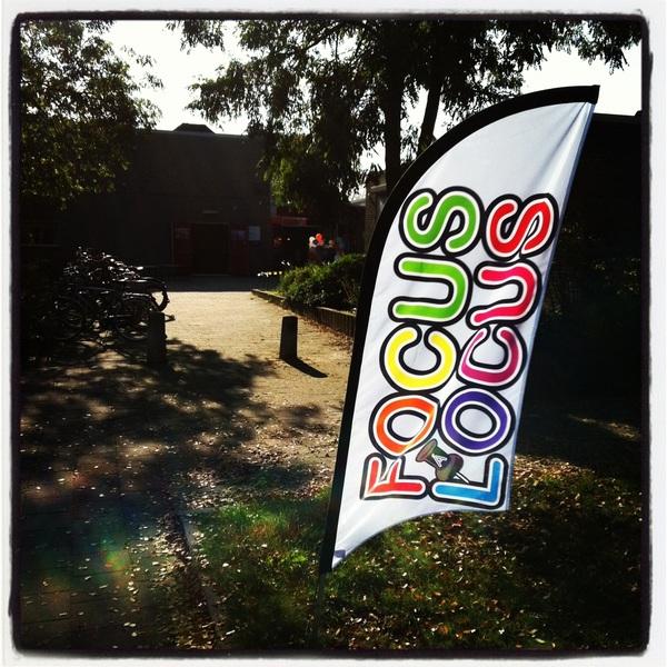 Alle locaties van Focus à Locus zijn vandaag en morgen te herkennen aan deze vlaggen. #fal2011 #nuarnhem