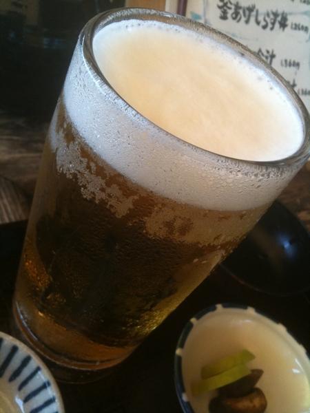 あっ、ついでにこれも!海を見ながらのビールは最高。食べたら引きこもるのだ。最高の息抜きだー。