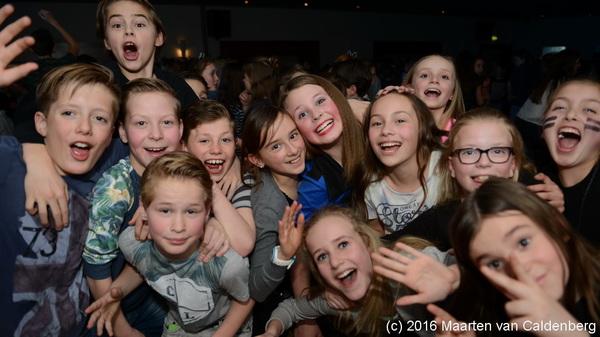 Gezelligheid bij de #disco voor groep 7 & 8 van @sjvrosmalen in @dekentering #rosmalen