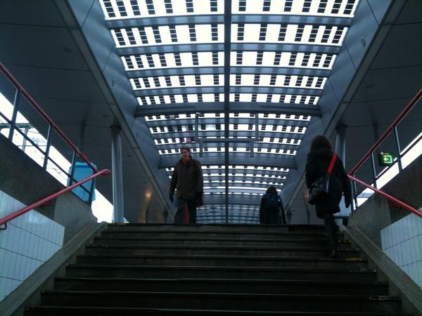 Best mooi, die daken met zonnecellen op #UtrechtCS. #duurzaamheid