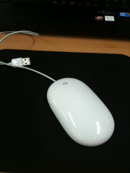 새로받은 놋북에서 나의 이 완소 마우스가 정상적으로 동작하지 않는다. 브라우저에서 클릭하면 무한히 히스토리 백하는 등… 기가 막힌건 HP 놋북에서만 안 된다는 거. 전부 HP라 바꿀수도 없고…  #fb
