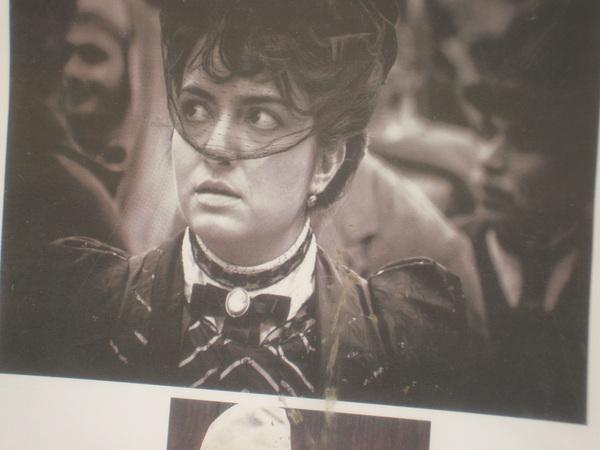 La cartelera de una película desde La desaparición de Pató de Andrea Camilleri
