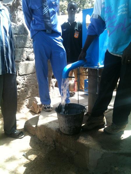 Water!!! Zo nodig hier in Gambia. STday_Noor was bij de installatie van een #Sanex blue pump.