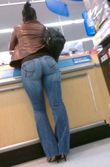 Latina Facturando #ass #booty #jean #models #vecina #modelos