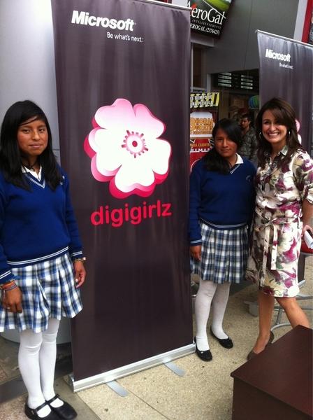 """Con la """"Digigirlz"""" Paulina Paredes de @Microsoftec: 20 años trabajando en tecnología, hoy promueve en colegios"""