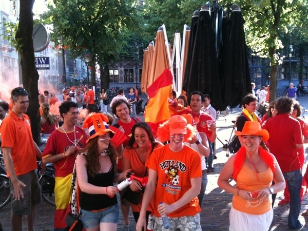 There are some people from #esp here.. HOLLAND!! #ned #worldcup