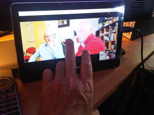 Ik zit nu in een Hd Video conferencing op de nPad van @hugoleijtens met vidyo