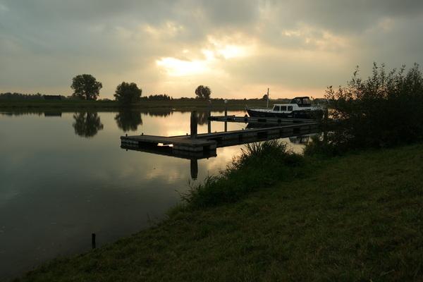 Maandag aan het eind van de middag. De Rijn bij Rhenen #buienradar
