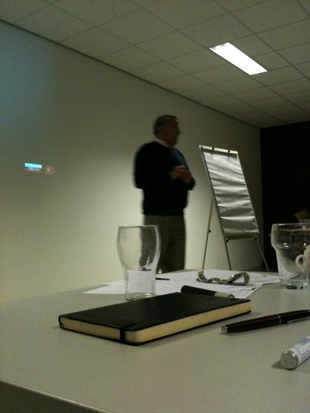 Groep luistert aandachtig naar @keeskuijlman