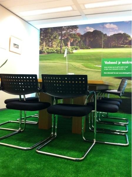 Het moet niet gekker worden... Golfbaan in kantoor A'dam. #Deloitte