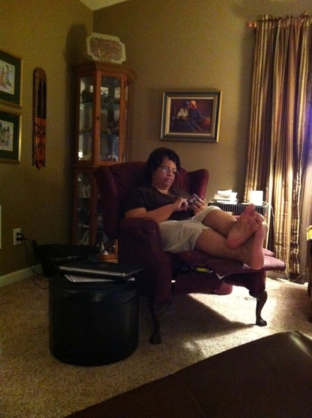 Mama is getting really serious over there playing Angry Birds... @AuhnReel