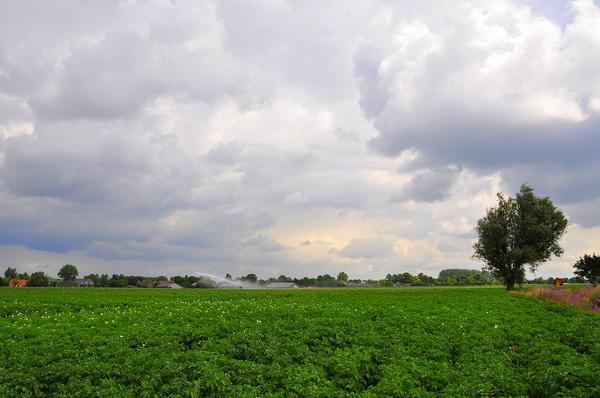 af en toe nog wat dreiging in zuidoost Brabant rond 12.30u. #buienradar