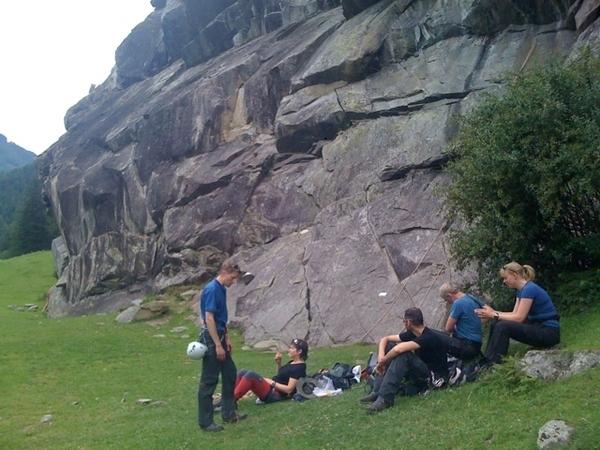 Full morning rock climbing: cool!
