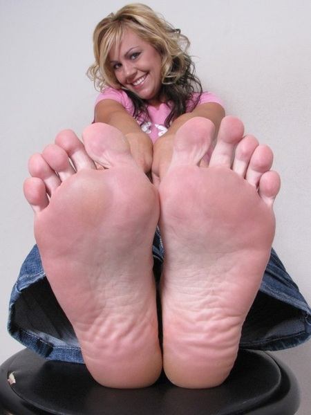#iPhone5 #Wallpaper #Blonde SUPER CLOSEUP #Feet #Toes #Soles