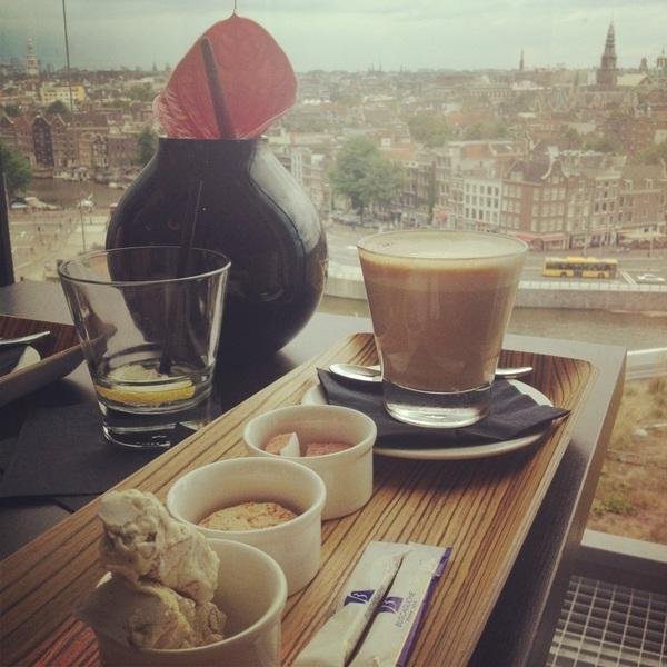 Koffie met uitzicht in de skybar met @dennisruyer :)