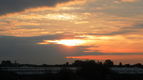 mooie zon's opkomst boven s-Gravenzande zaterdag morgen #buienradar