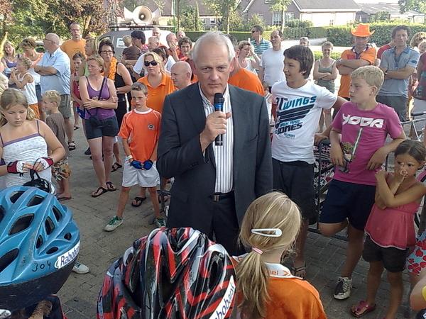 Burgemeester Cor Lamers vertelt over Onze Tour de Schalkwijk.